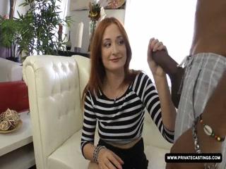 Негр трахает молодую девушку в жопу и кончает ей прямо на лицо!