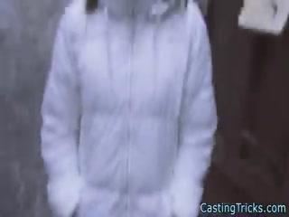 Порно кастинг с молодой девушкой, которая любит сосать и ебаться раком