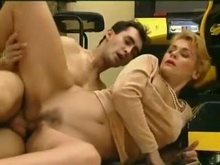 Порно видео онлайн о том как молодой